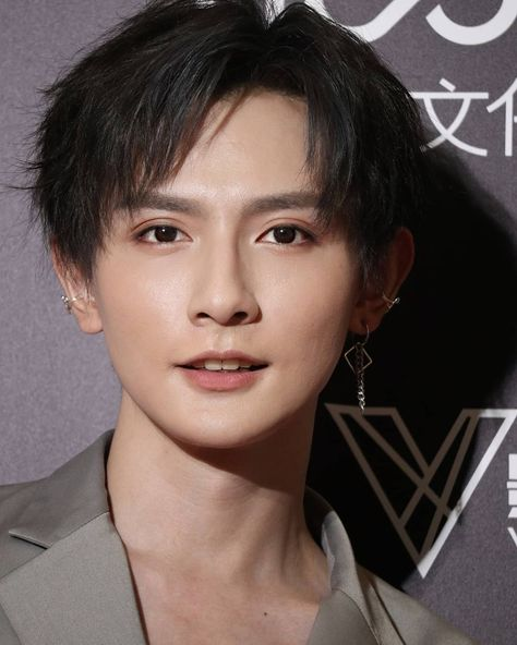 "Huang Jing Xiang | 黄靖翔 di Instagram ""[Part 2] HJX in Weibo Anime Event [05/08/2019] . . #huangjingxiang #黄靖翔 #nathanielhwang #natehwang #100mosthandsomefaces2019 #actor #model…"""