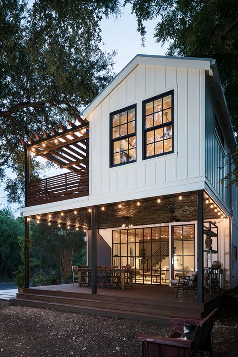Future House, Texas Farmhouse, Modern Farmhouse Exterior, Farmhouse Style, Farmhouse Decor, Plan Chalet, Dream House Exterior, House Exterior Design, Exterior House Colors
