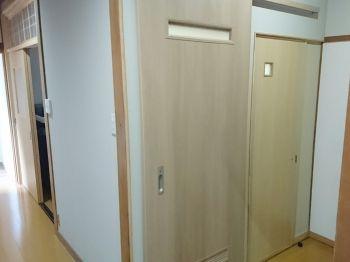 トイレをアウトセット引き戸にしました 費用を抑えるため既存建具は