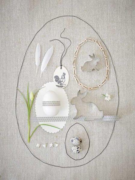 Pisanka na obrusie, czyli wielkanocny asamblaż: sznureczek wyznacza kształt jaja, a za ozdoby posłużą różne  drobiazgi, nawet... spinacze do bielizny.