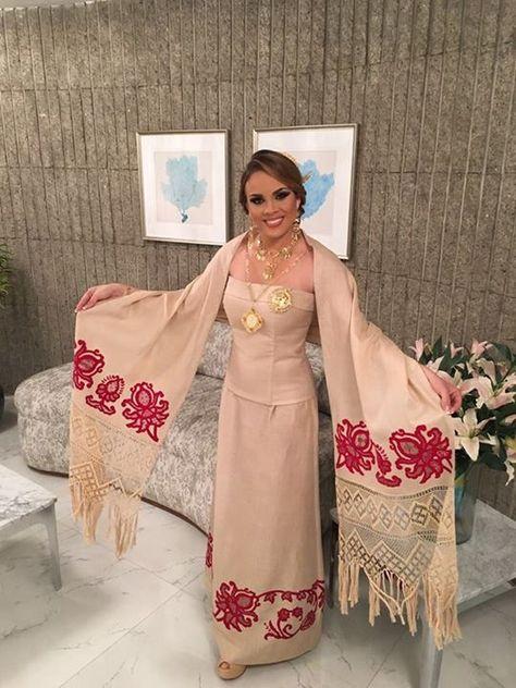 María Laura Cárdenas Zambrano de Calle Arriba en la apertura de la Gala Viva Panamá. Señorita Panamá, luciendo un #vestidoestilizado