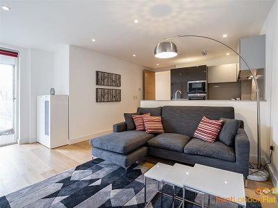 Rent This Outstanding 2 Bedroom Flat In King Scross London Rent 700 00 Per Week Book Now In 2020 Rent In London Modern Kitchen Open Plan London Flats For Rent