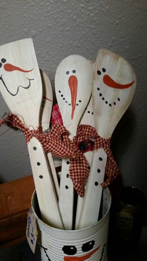 Wooden snowman spoons, primitive decor, Christmas decor by TheSistersAtticFL on Etsy Christmas Wood, Primitive Christmas, Christmas Projects, Father Christmas, Country Christmas, Christmas Kitchen, Halloween Crafts, Holiday Crafts, Wooden Spoon Crafts