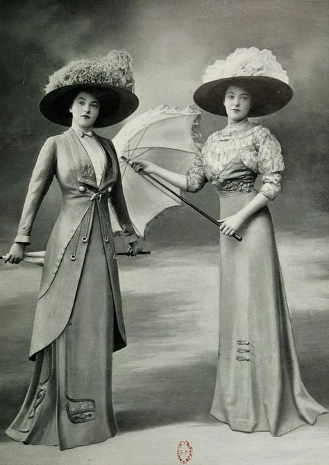 Berlin 1909 Les Modes (Paris) April 1909 Promenade rest room and gown for races by Bernard Bringing 1900s Fashion, Edwardian Fashion, Vintage Fashion, Fashion Women, Fashion Goth, Vintage Beauty, Fashion Ideas, Belle Epoque, Vestidos Vintage