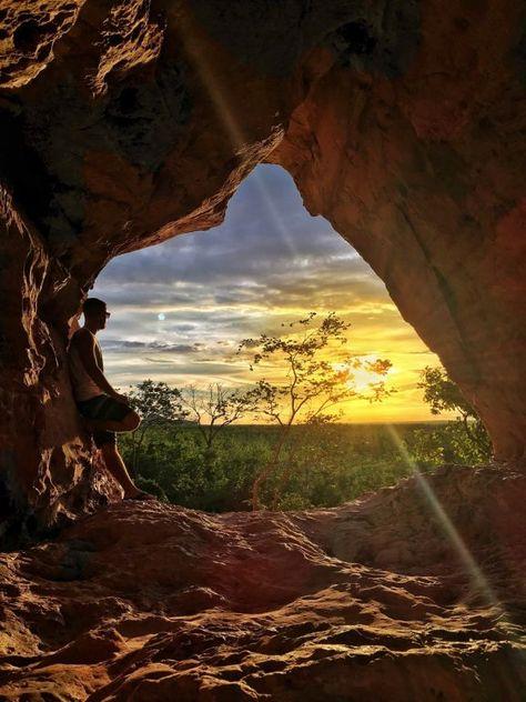 A imagem contém: pôr do sol