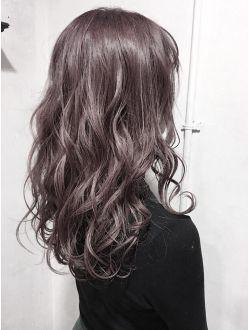 Aimee スモーキーピンクアッシュ ヘアスタイル 美髪 セミロング パーマ