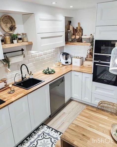 Love this kitchen!Amazing combination of wood and white #kitchendecor #kitcheninspiration #thatorganizedhome @deliaga77