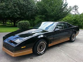 images of black and gold trans ams 1984 pontiac trans am black gold with gold cloth interior pontiac smokey and the bandit car 1984 pontiac trans am black gold