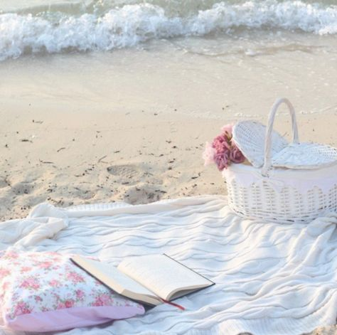 Shabby Chic Beach Picnic