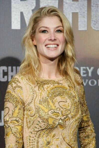 Pin By Hakan On Rosamund Pike Rosamund Pike Rosamond Pike Pike