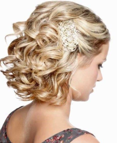 Idee coiffure cheveux court boucles