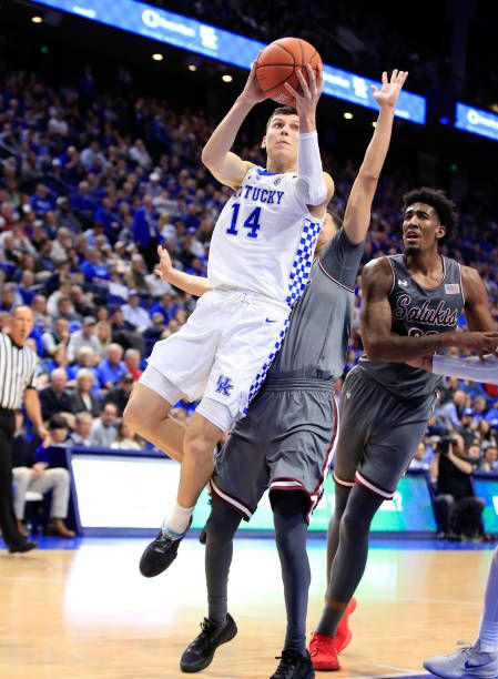 Tyler Herro Of Kentucky Wildcats Shoots The Ball Against The Southern Kentucky Wildcats Kentucky Wild Cats