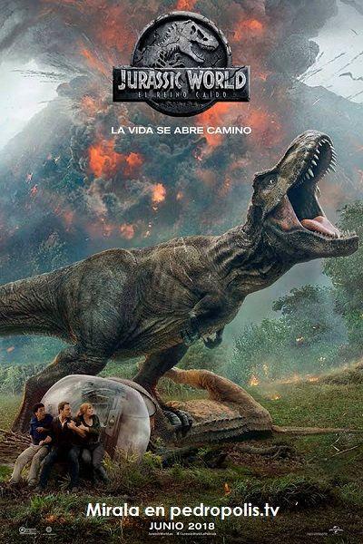 Tras Cuatro Años De Abandono Del Complejo Turístico Jurassic World Isla Nublar Sólo Está Habitada Por Los Di Jurassic World Salas De Cine Peliculas En Español