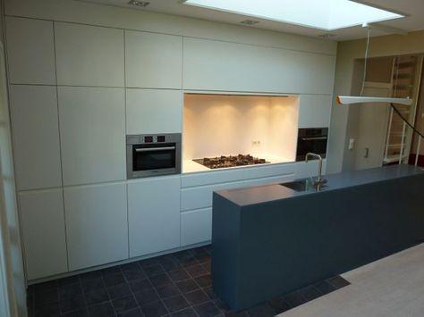 keuken met smal kookeiland