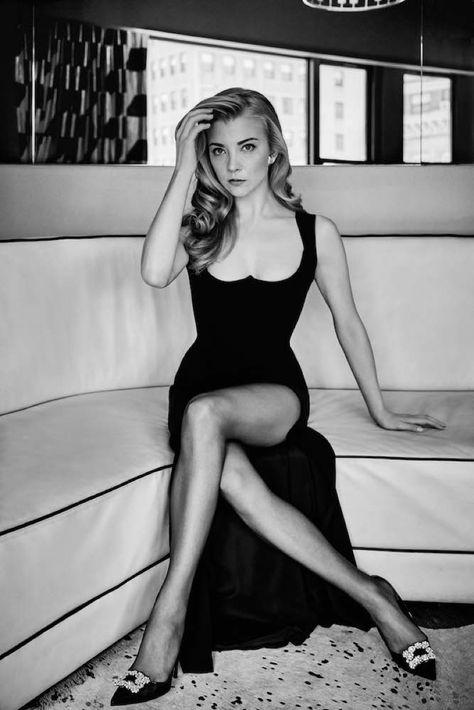 "Natalie Dormer Stars in FASHION Magazine: ""Actors Have to Be Imperfect"" Natalie Dormer pose en robe Versace noire"