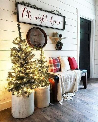 Pin By Debbie Pinterest On Christmas Beauty Country Christmas Decorations Front Porch Christmas Decor Christmas Entryway
