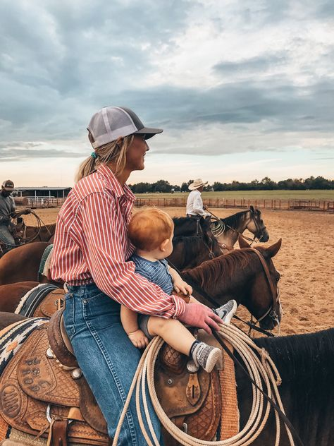 Western clothing and beautiful turquoise jewelry, all the real deal. Cute Country Couples, Country Style Outfits, Country Girl Style, Western Style, Looks Country, Cute N Country, Country Baby Boys, Country Couple Pictures, Foto Cowgirl