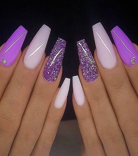 In the Modern year every young girls and celebrity ladies want to improve the beauty of finger. That's why here we have compiled some Fresh Ideas of Nail Art Designs for you. You just need to browse here and must try out this trendy style and get the more attraction right now.