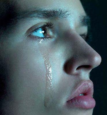 البكاء سلاح ذو حدين السلاح الاول تفريغ للهموم و السلاح الثاني هو تعبير عما نشعر به داخلنا و سلاح المراة هو البكاء و لكنة ليس من ش Male Eyes Eyes Wallpaper