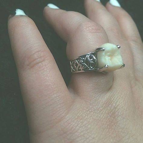 Meet This Weird Guy Who Gifted Her Fiance Engagement Ring Made With His Wisdom Tooth Silver Charms, Silver Necklaces, Silver Rings, Silver Jewelry, Wisdom Teeth Aftercare, Wisdom Teeth Funny, Piercings, Teeth Implants, Teeth Whitening