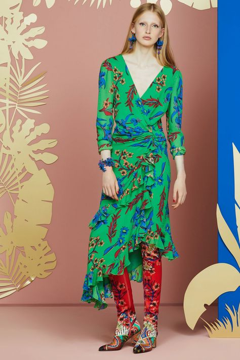 Etro Resort 2018 collection, runway looks, beauty, models, and reviews.