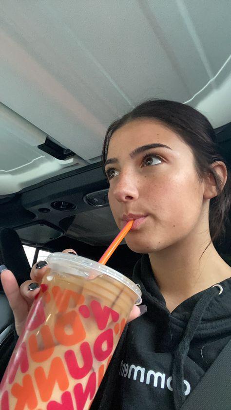 charli d'amelio on T Dance Choreography Videos, Dance Videos, Teen Celebrities, Celebs, Dunkin Dounts, Charlie Video, Ft Tumblr, Famous Girls, Celebrity Houses