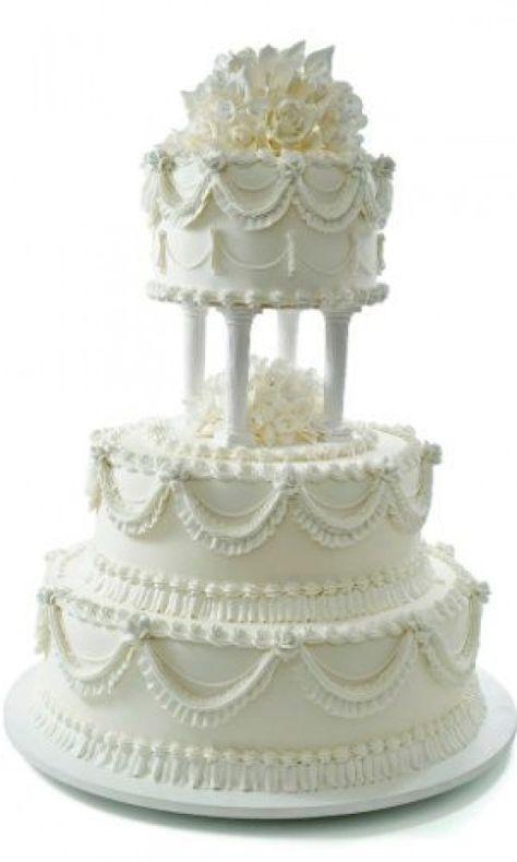 Bolo com detalhe de flores na cobertura; da La Vie en Douce (www.lavieendouce.com.br) #traditionalweddingcake #traditional #wedding #cake #square