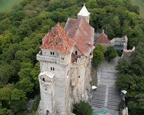 Burg Liechtenstein In Maria Enzersdorf Bei Wien In 2020 Burgen Und Schlosser Burg Festungen