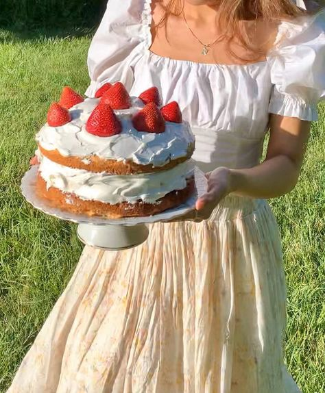 Pretty Cakes, Cute Cakes, Sweet Cakes, Cute Food, Yummy Food, The Last Summer, Aesthetic Food, Strawberry Shortcake, Bakery