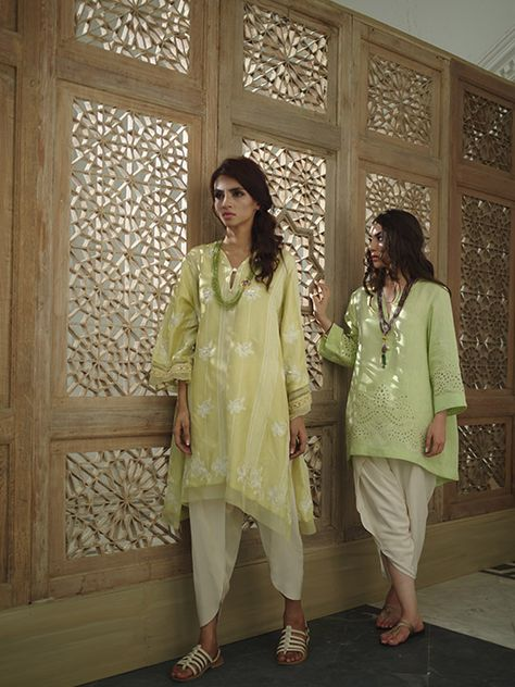 Embracing Spring Summer's hottest trend, Tulip shalwars makes waves in the Pakistani fashion world this year. Raising the bar for high fashion, this modern take on the dhoti shalwar and giving it a…