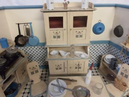 HISTORISCHE ALTE PUPPENSTUBE KÜCHE UM 1930 MIT VIEL ZUBEHÖR BREITE - küchen gebraucht münchen