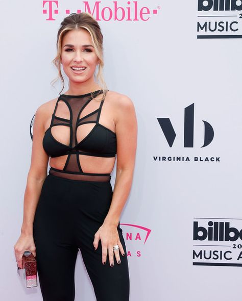Jessie James Decker - The Most Interesting Looks on the 2017 Billboard Music Awards Red Carpet - Photos