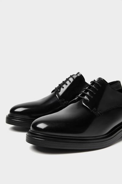 Glossy finish leather shoes