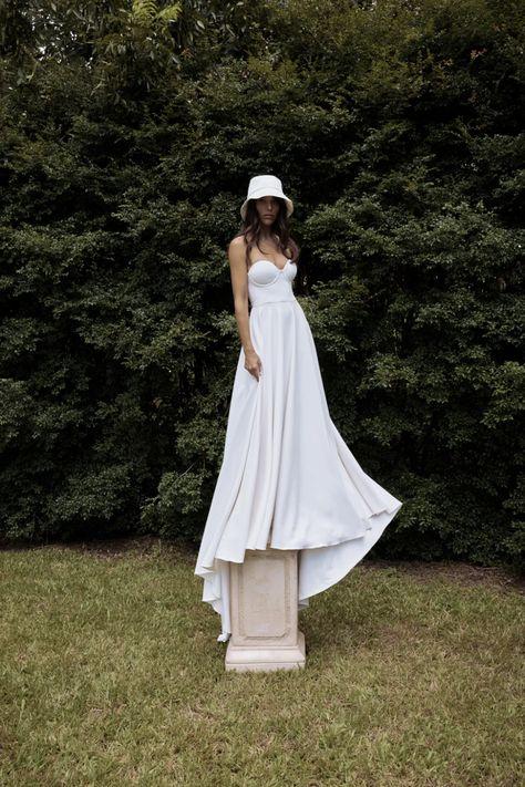La robe de mariée Frenchie de la collection 2021 Grace Loves Lace   Tendance mariage : interview de la créatrice de Grace Loves Lace pour ses robes de mariée 2021   Vogue Paris