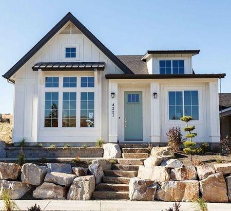 84 Houses Vertical Siding Ideas House Exterior House Design Farmhouse Exterior