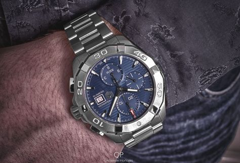 A true #gentleman's #timepiece: the fine-brushed and polished steel #TAGHeuer #Aquaracer #Calibre16 #Chronograph! The fresh blue dial on the Aquaracer is sophisticated and stylish. The hour chronograph counter at 6 o'clock, the minute chronograph at 12 o'clock and the running seconds feature, placed in the subsidiary dial at 9 o'clock, legibly show various forms of information.