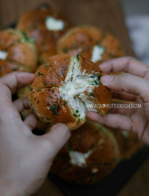 Nikmatnya Cream Cheese Garlic Bread Roti Ala Korea Yang Viral Dan Mudah Dibuat Bali Food Blogger Re Roti Garlic Resep Makanan Dan Minuman