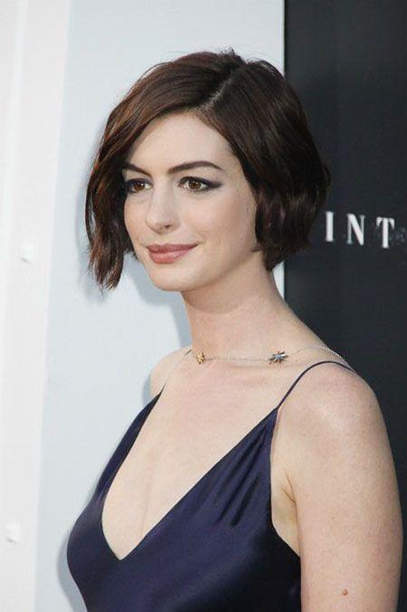 Anne Hathaway Short Hairtyles Brunette Haarfarbe Frisuren Kurz Wellige Frisuren