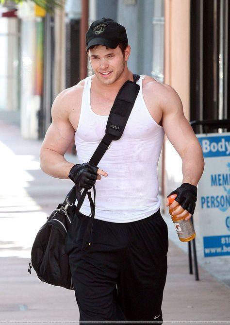 Kellan Lutz&39;s Workout   Gym women, Celebrity workout, Best gym