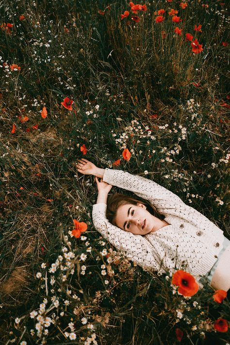 Outdoor Portrait Photography, Portrait Photography Poses, Photography Poses Women, Outdoor Portraits, Autumn Photography, Creative Photography, Autumn Aesthetic Photography, Vintage Photography Women, Bohemian Photography
