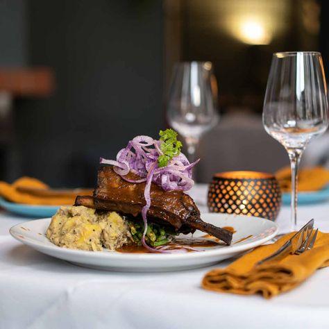 Kreuz Kummel Restaurant Mit Indisch Inspirierter Kuche Lebensmittel Essen Indisches Essen Streetfood