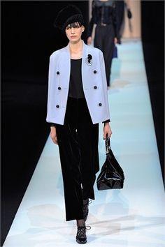 new arrival 62ba6 f825b Pantalone in velluto nero e giacca Giorgio Armani collezione ...