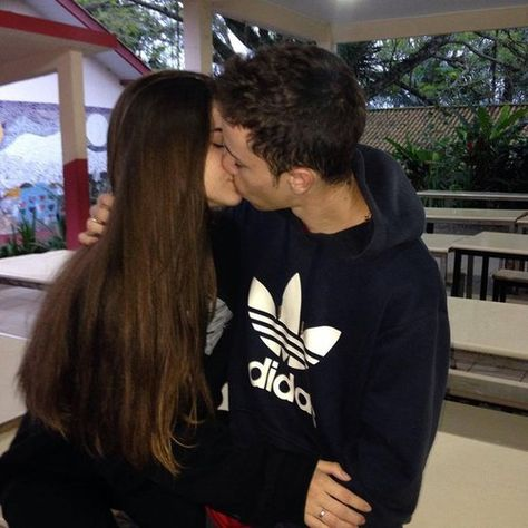 couple, love, and kiss kép