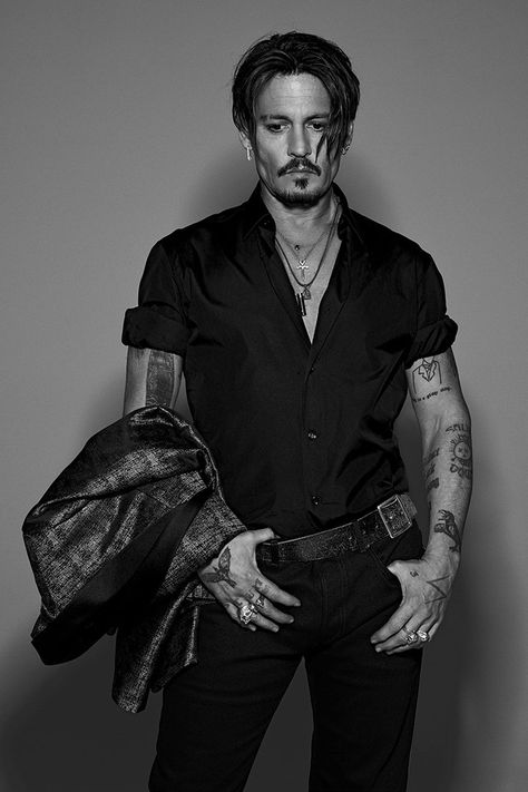 Johnny Depp is Numéro Homme's fall 2017 cover star. The Hollywood legend connects with photographer Jean-Baptiste Mondino. Johnny Depp Fans, Here's Johnny, Johnny Depp Tattoos, Gq, Gossip Girls, Johnny Depp Pictures, Adrienne Bailon, Neue Outfits, Sweeney Todd