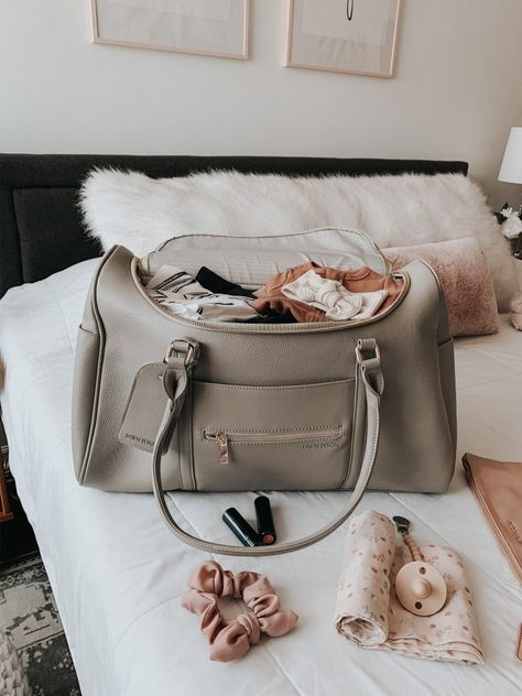 My Hospital Bag Essentials Carters Baby Girl, Baby Girl Newborn, Baby Baby, Hospital Tumblr, Mom And Baby, Baby Kids, Hospital Bag For Mom To Be, Hospital Bag Essentials, Cute Baby Pictures
