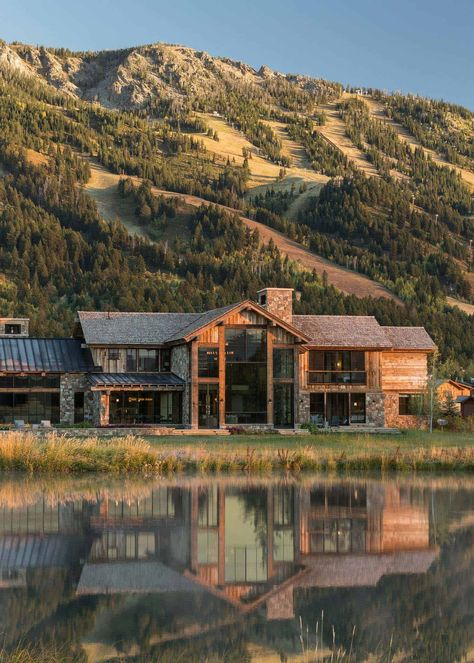 Delightful rustic home in Wyoming with a dramatic mountain backdrop Design Exterior rustic Delightful rustic home in Wyoming with a dramatic mountain backdrop