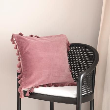 Das Rosa Kissen Von Pb Home Fuhlt Sich Wie Samt An Und Ist Ein Tolles It Piece Fur Den Winter Kissen Cushion Rosa Soulbirdee Tassel Bommel Sam Rosa Kissen