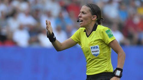 Première femme à avoir arbitré la finale de la Supercoupe d'Europe, Stéphanie Frappart fait déjà l'unanimité - LCI