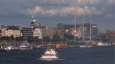 So entdecken Sie den Hamburger Hafen: Hafenrundfahrten, Landungsbrücken…