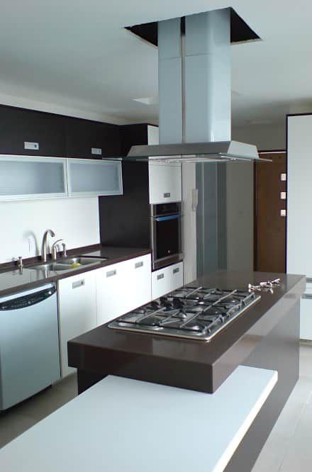 Casa Pedrregal : Cocinas de estilo moderno por Visual Concept